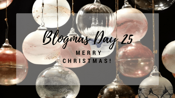 Blogmas Day #25: Merry Christmas & AGiveaway!!!